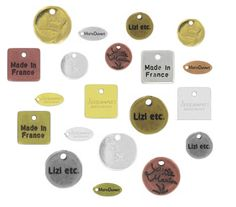 Breloques ovales, carrées ou rondes à personnaliser avec votre logo ou votre marque. Mais idéal aussi pour faire des cadeaux personnalisés à vos proches ! Vendues par 1000. Retrouvez toutes les tailles et finition à partir 320,00€ >>> http://www.perlesandco.com/Breloques_Breloques_Personnalisees-c-2626_50_1543_1078.html