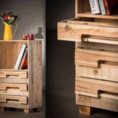 Pallet wood small side cabinet / bedside table. A pity these 2 pictures as so chopped off & they don't get better via the link either. There are some plans somewhere but I didn't find them. A clever looking design & great use of the Pallet stringers as the drawer pulls. I'd love to see some more pics of this one ;)