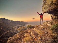 Lion's Head é um dos mais emblemáticos monumentos da paisagem da Cidade do Cabo na África do Sul  e dono de uma das mais espectaculares vistas sobre a Table Mountain.  O @calebesangi tirou essa linda foto do nascer do sol   Existem diversas cavernas escondidas nas trilhas em Lion's Head a Wally's Cave uma das mais famosas. Que tal o visual?  Saiba mais sobre a África do Sul e outros destinos do mundo no site  http://ift.tt/1EbJ8ay