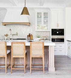 White Oak Kitchen, Warm Kitchen, Diy Kitchen, Kitchen Decor, White Coastal Kitchen, Modern Coastal, Wooden Island Kitchen, Modern White Kitchens, Kitchen Island Seating