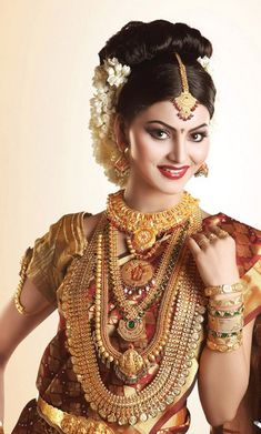 Model in traditional jewellery - indian jewellery designs south jewellery traditional wedding, bridal jewelry, Indian Bridal Outfits, Indian Bridal Wear, Indian Wedding Jewelry, Indian Jewelry, Bridal Jewelry, Indian Weddings, Traditional Indian Jewellery, Indian Jewellery Design, Jewellery Designs