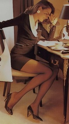 Reminding me of when women wore pantyhose and looked sexy: Eroticism of high heels… … business women's suits can be very sexy Office Fashion, Business Fashion, Business Women, Business Suits, Business Wear, Business Casual, Classy Women, Sexy Women, Women Wear