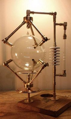 Urban Industrial Decor Tips Chat Steampunk, Lampe Steampunk, Steampunk Gadgets, Steampunk House, Steampunk Design, Steampunk Diy, Steampunk Fashion, Steampunk Machines, Sculpture Metal