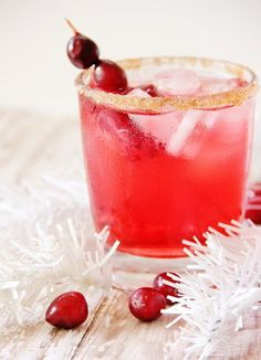 20 Non Alcoholic Christmas Drinks - Recipes for Holiday Mocktails Drinks Alcohol Recipes, Punch Recipes, Non Alcoholic Drinks, Fun Drinks, Yummy Drinks, Beverages, Beverage Drink, Juice Drinks, Mixed Drinks