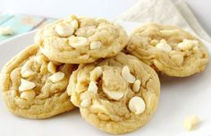 The ultimate white chocolate macadamia nut cookies. baked to soft and chewy perfection! White Chocolate Recipes, White Chocolate Macadamia, White Chocolate Chip Cookies, Oatmeal Raisin Cookies, Köstliche Desserts, Delicious Desserts, Dessert Recipes, Yummy Food, Chef Recipes