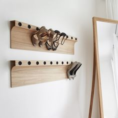 Found these shelves and totally loved the idea! A must have, specially when you do not have a lot of closet space