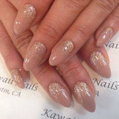 Beige and gold glitter ombre stiletto nails from Kawaii Nails Mais Almond Acrylic Nails, Almond Nails, Gold Nails, Stiletto Nails, Gold Glitter, Glitter Nails, Beige Nails, Matte Nails, Prom Nails