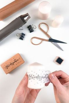 DIY Anleitung - Kerzen bestempeln | schafproduction Hobbies And Crafts, Diy And Crafts, Diy Becher, Christmas Time, Christmas Cards, Love Bears All Things, Diy Mugs, Upcycled Crafts, Diy Candles
