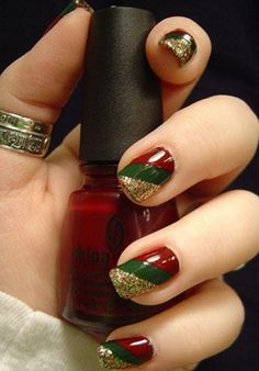 You should prepare your Christmas nail art designs ideas, before Christmas has been and gone!A neat manicure with festive designs can really lift your spirits throughout the season. When your nails… Holiday Nail Art, Christmas Nail Art Designs, Winter Nail Art, Winter Nails, Diy Christmas Nails Easy, Christmas Design, Nail Designs For Christmas, Holiday Makeup, Fancy Nails