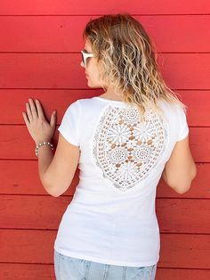 White t-shirt with upcycled vintage crochet doily lacy back - Size M