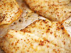 Scholfilet bakken, het is niet heel moeilijk, maar als het goed gebeurt is het zoveel lekkerder! Gebruik daarom ons recept voor de lekkerste filet! Fish Recipes, Seafood Recipes, Diy Food, Creme, Food And Drink, Low Carb, Pizza, Yummy Food, Eat