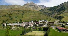 Larche  le vallon du Lauzanier campingcar #Mercantour Location Camping Car, Golf Courses, Mansions, House Styles, Mansion Houses, Villas, Fancy Houses, Palaces, Mansion