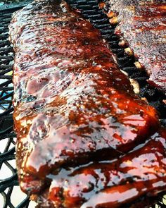 Do you like your ribs with a wet sauce like this or do you like a dry rub? . . Shout out to @pitforbrains . . . #Barbecue #BBQ #BBQPorn #Beef #Carne #Carnivore #Food #Foodgasm #Foodie #Foodies #FoodPhotography #FoodPics #FoodPorn #Foodstagram #ForkYeah #GlutenFree #Grilling #Grill #Instafood #Meat #liveauthentic #eeeeeats #feedfeed #onthetable #f52grams #BBQandBottles #buzzfeast #Brisket #SmokedBrisket #GrilledBrisket