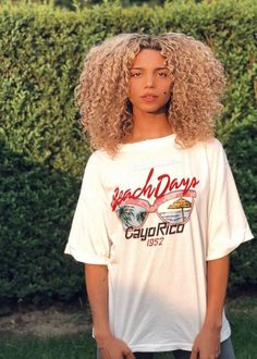 <br> How to maintain bleach hair, icy white hair upkeep, After getting your desired bleach hair, these are some tips to help you Blonde Curly Hair Natural, Dyed Curly Hair, Blonde Hair Black Girls, Colored Curly Hair, Blonde Curls, Icy Blonde, Curly Hair Care, Curly Girl, Curly Hair Styles