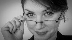Soczewki w bardzo dyskretny sposób korygują wadę wzroku, lecz to właśnie okulary nadają naszej twarzy ciekawego wyglądu. http://www.soczewki.kontaktowe.com/soczewki_roczne-k42-0-3-default.html