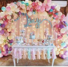 Que gracinha essa decoração! Pra quem não gosta de festas de personagens infantis, essa é uma boa dica para as festinhas de aniversário!  Foto: Pinterest  #festasinfantis#aniversariodecrianca#boloebrigadeiro#kidsparty#maedeprincesa#princesas#maedemeninas#soumaedemenina#mundorosa