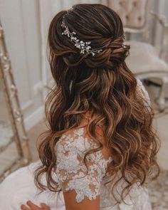 Stunning Wedding Hairstyles For The Elegant Bride - . - - Stunning Wedding Hairstyles For The Elegant Bride – … Saç Stilleri ve Yapımı Atemberaubende Hochzeitsfrisuren für die elegante Braut – # saçaksesuarları Quince Hairstyles, Wedding Hairstyles For Long Hair, Elegant Hairstyles, Hairstyle Wedding, Bridesmaid Hairstyles, Updo Hairstyle, Belle Hairstyle, Beautiful Hairstyles, Hairstyle Ideas
