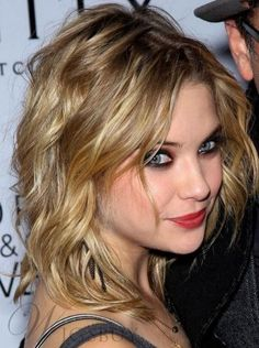 New Arrival Hot Sale Ashley Benson Hairstyle Shoulder Length Wavy Lace Wig 100% Human Hair 12 Inches
