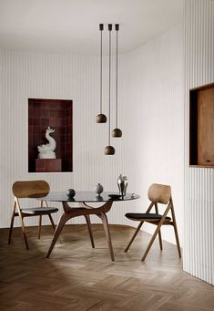 What an awesome dining room design! I love the flooring, the mix of browns within the dining table and chairs, and those fantastic lights. What a cool space!