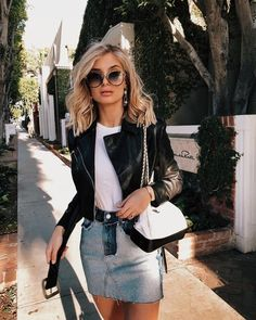 Casual look that's an extra level! Love the neutral of white and black and the interest of the denim skirt Denim Skirt Outfits, Leather Jacket Outfits, Black Denim Skirt Outfit Summer, White Bag Outfit, Summer Outfit, Cute Casual Outfits, Casual Chic, Spring Summer Fashion, Spring Outfits