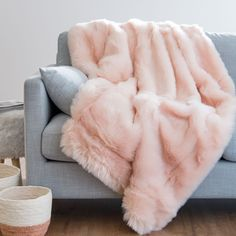 Fluffy Blankets, Comfy Blankets, Dream Bedroom, Girls Bedroom, Bedroom Decor, Pink Blanket, Fur Blanket, Cute Room Decor, Cozy Room