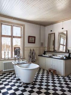 New Ideas bathroom bathtub vintage interior design Bad Inspiration, Bathroom Inspiration, Interior Inspiration, Bad Styling, Vintage Interior Design, Home Decor Quotes, Bathroom Toilets, Washroom, Bathroom Styling