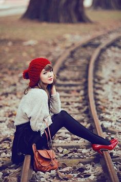 Love the red heels and black tights! Sweater Hat, Slouchy Sweater, Orange Bag, Burnt Orange, Look Fashion, Womens Fashion, Red Heels, Red Flats, Black Tights