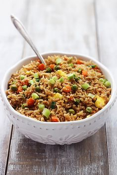 The BEST quick and easy fried rice recipe with all of the restaurant-worthy flavor you love without leaving your kitchen. Side Recipes, Healthy Dinner Recipes, Breakfast Recipes, Vegetarian Recipes, Cooking Recipes, Breakfast Fried Rice, Best Fried Rice Recipe, Quick And Easy Fried Rice Recipe, Sin Gluten