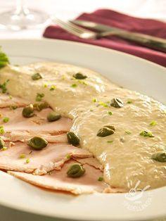 Il Vitello in salsa tonnata piace a grandi e piccini ed è un piatto buonissimo che regala sempre un grande effetto a tavola. Servitelo con tanta salsa... #vitellotonnato