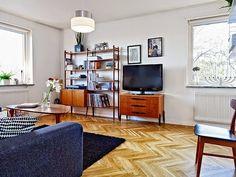 Móveis pé de palito são um clássico e voltaram a ser tendência. Com criatividade, você pode dispor estes móveis em qualquer parte da casa, inclusive nas áreas externas. #retro #pedepalito #carrodemola #decoracao #homedecor #estiloretro #retrostyle #decor #decorarfazbem.