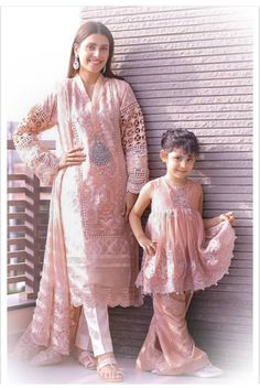 Awesome Photoshoot of Ayeza Khan with her Daughter Hoorain Mom Daughter Matching Outfits, Mommy Daughter Dresses, Mom And Baby Dresses, Mother Daughter Fashion, Wedding Dresses For Kids, Stylish Dresses For Girls, Baby Girl Dress Patterns, Mom Dress, Dresses Kids Girl