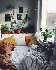 Best Small Bedroom Design Ideas & Decoration for 2018 Find Out 5 Efficient Tips How To Decorate Green Plants For Small Bedroom Home Design, Interior Design, Design Ideas, Cosy Interior, Interior Ideas, Design Trends, Sweet Home, Dorm Room Designs, Decoration Bedroom