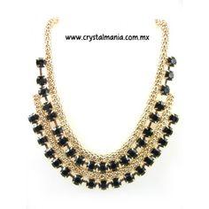 Collar en base dorada con detalle en color negro estilo 30425