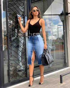 Saia midi jeans, body preto e scarpin. Source by casual Denim Fashion, Look Fashion, Fashion Outfits, Fashion Design, Classy Outfits, Stylish Outfits, Vetement Fashion, Mode Jeans, Elegant Outfit