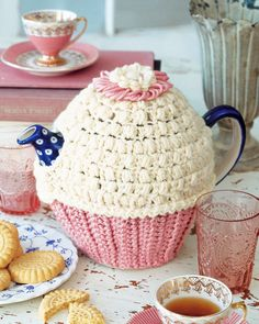 Tea and Cupcakes tea cozy tutorial by Linda Permann, thanks so for sharing this! xox ☆ ★ https://www.pinterest.com/peacefuldoves/