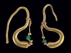 TWO ROMAN GOLD EARRINGS CIRCA 1ST CENTURY A.D.