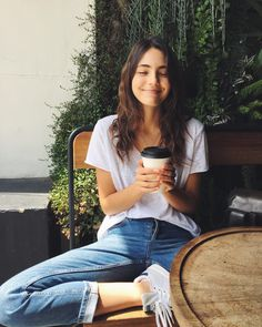 Amelia Zadro Amelia Zadro The post Amelia Zadro appeared first on Summer Ideas. Poses For Pictures, Picture Poses, Photo Poses, Cafe Pictures, Tumblr Photography, Portrait Photography, Photography Ideas, Photography Challenge, Creative Photography