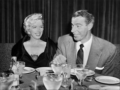 Joe DiMaggio sent flowers to Marilyn Monroe's grave twice a week for 20 years. | The 21 Most Romantic Facts Of All Time