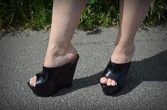 Sexy Sandals, Hot Heels, Sexy Heels, Wedge Heels, Platform High Heels, High Heel Boots, Mules Shoes, Heeled Mules, Talons Sexy