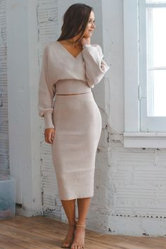 Stretchy ribbed sweater material crop top with slouch wrap style fit Midi skirt with elastic waist line Thick knit Model is Model is wearing a Small True to size Sweater Dress Outfit, Winter Skirt Outfit, Sweater Set, Ribbed Sweater, Sweater With Skirt, Sweater Over Dress, Winter Sweater Dresses, Sweater Outfits, Crop Top Outfits