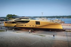 Gold Cruising: Palmer Johnson Yachts 48M SuperSport #7FilthyHILLS #FilthyLIFE #ThatsFILTHY #seattle #luxury #luxurylife #swagger #luxelife #living #lifestyle #highlife #elite #style #eliteliving #holiday #travel #traveling #yatch