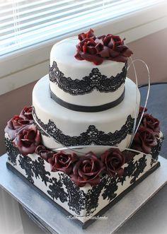 Hääkakku tummanpunaisin ruusuin  Wedding Cake with Baccara roses
