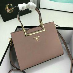 Luxury Purses, Luxury Bags, Luxury Handbags, Fashion Handbags, Purses And Handbags, Fashion Bags, Prada Handbags, Sac Michael Kors, Sacs Design