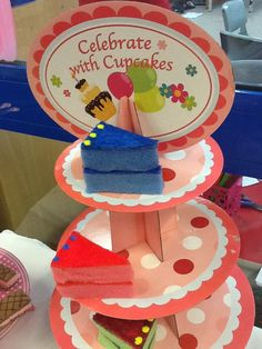 Fake cake using sponge scourers! Cafe Role Play Area, Role Play Areas, Pizza Role Play, Cake Squishy, Seaside Cafe, Play Corner, Restaurant Themes, Dramatic Play Area, Fake Cake