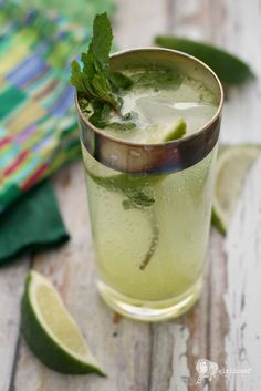 """Sparkling Mojitos served in Dorothy Thorpe """"Silver Band"""" pattern flat tumblers Refreshing Drinks, Fun Drinks, Yummy Drinks, Alcoholic Drinks, Summer Cocktails, Cocktail Drinks, Cocktail Recipes, Cocktail Shaker, Smoothie Recipes"""