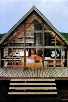We already got Modern Tiny House on Small Budget and will make you swon. This Collections of Modern Tiny House Design is designed for Maximum impact. Modern Tiny House, Tiny House Design, Modern Wooden House, Small Wooden House, Chalet Design, Cabin Design, Haus Am See, Cabin In The Woods, Block Island
