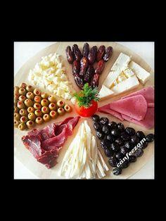 Stings / E + D- Kalte Platten u Deko - Comida Iftar, Food Garnishes, Food Displays, Food Decoration, Food Platters, Turkish Recipes, Creative Food, Food Presentation, Food Design
