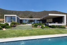 featured posts image for Modern concrete house in the Chilean mountains