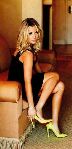 Kaley Cuoco in sexy heels Beautiful Celebrities, Gorgeous Women, Beautiful People, Beauté Blonde, Beauty And Fashion, Kaley Cuoco, Famous Women, Mode Style, Mannequins