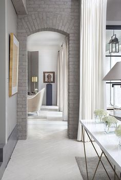 The rules aren't black and white when it comes to painting brick - there's always a grey area! Don't let classic brick scare you away from a beautiful home because you prefer modern style; instead, paint the brick grey to match your decor. Style At Home, Interior Architecture, Interior And Exterior, Modern Interior, Kitchen Interior, Deco Cool, Grey Brick, Gray Brick Houses, Faux Brick